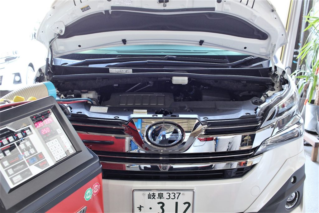 トヨタ AVARTH ヴェルファイヤ エアコン エアコンクリーニング中 エアコンガス補充 岐阜