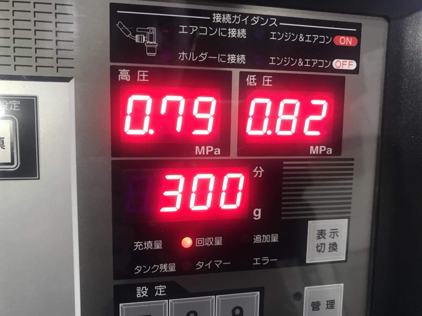トヨタ ヴィッツ エアコンガス回収値 エアコンガス補充 AVARTH PS134 岐阜県 岐南町