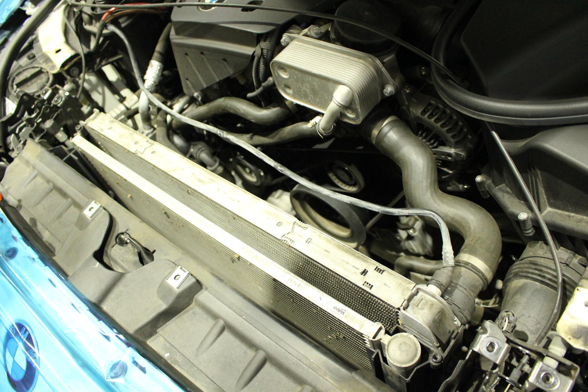 BMW F11 ラジエーター交換