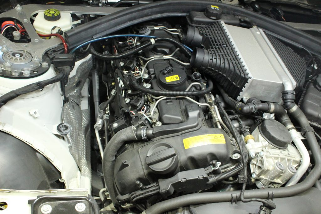 BMW M4 ハイスパークジャパン ハイスパークイグニッションコイル取り付け AVARTH 岐阜 BMW修理 純正イグニッションコイル