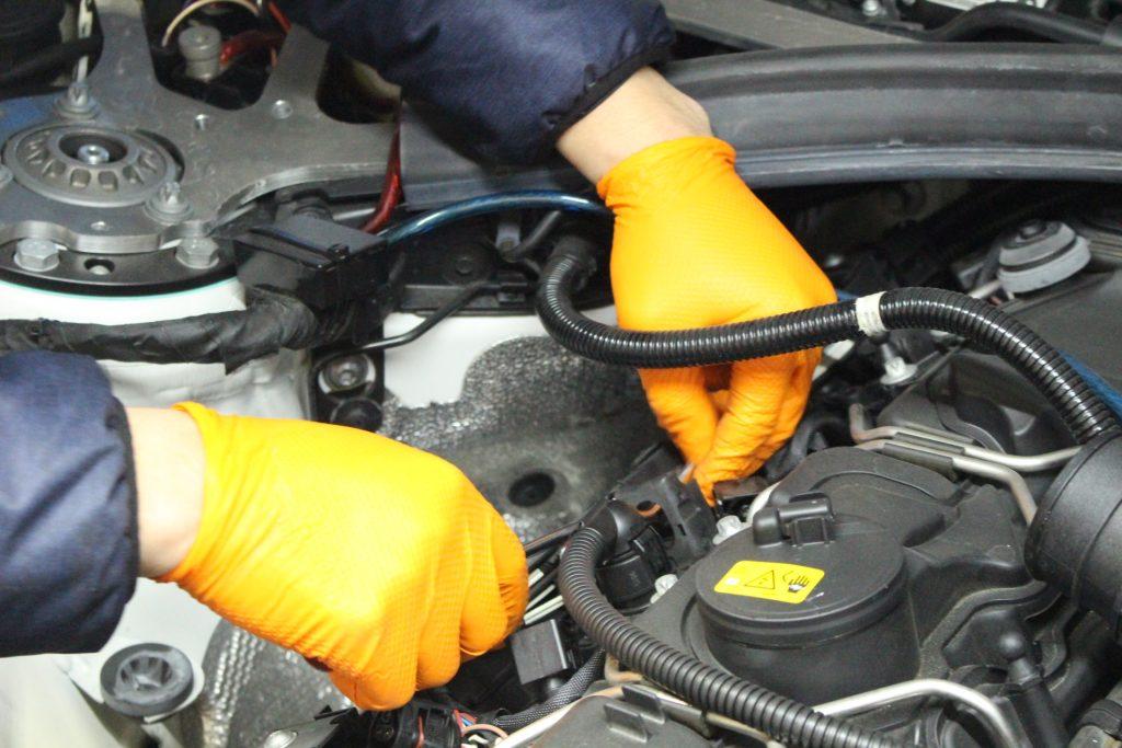 BMW M4 ハイスパークジャパン ハイスパークイグニッションコイル取り付け AVARTH 岐阜 BMW修理 取り付け中