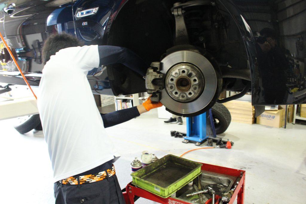 BMW F11 AVARTH ブレーキパッド交換 低ダストパッド 輸入車修理 BMW修理 BMW岐阜 アヴァルト