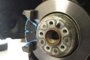 BMW F11 AVARTH ブレーキパッド交換 低ダストパッド 輸入車修理 BMW修理 BMW岐阜 アヴァルト 取り付け