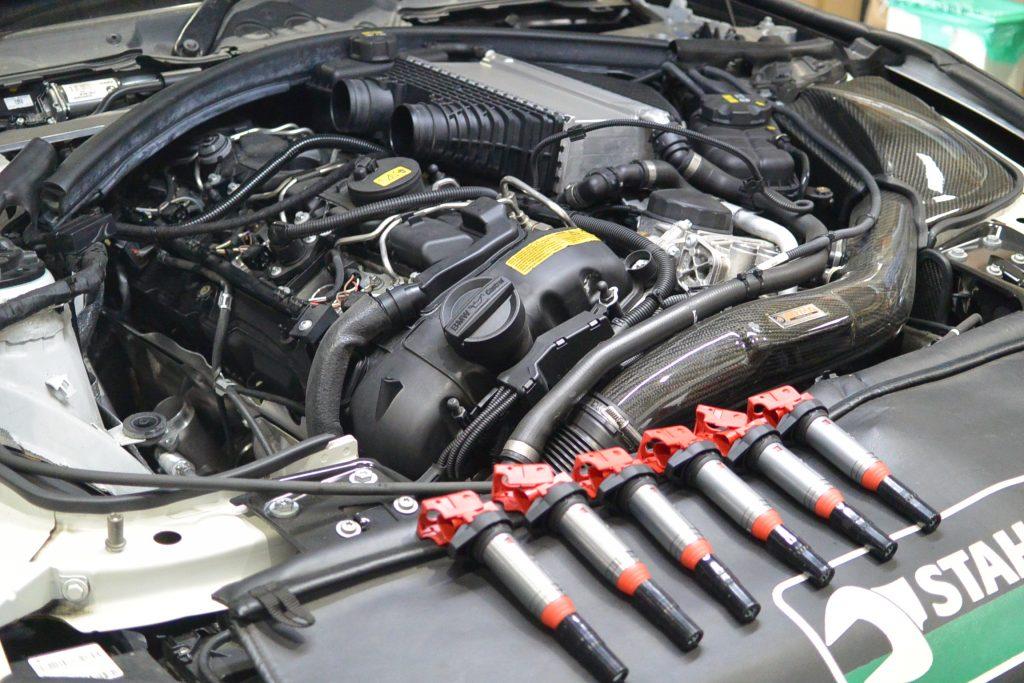 AVARTH BMW岐阜 BMW修理 BMW M4 F82 ハイスパークイグニッションコイル 取り付け前